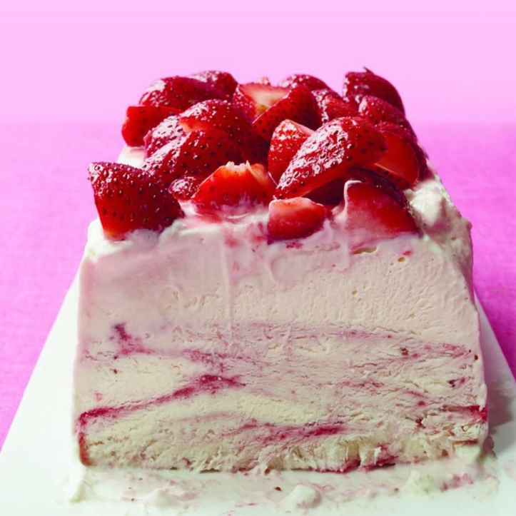 strawberry-ice-cream-cake-1527620366
