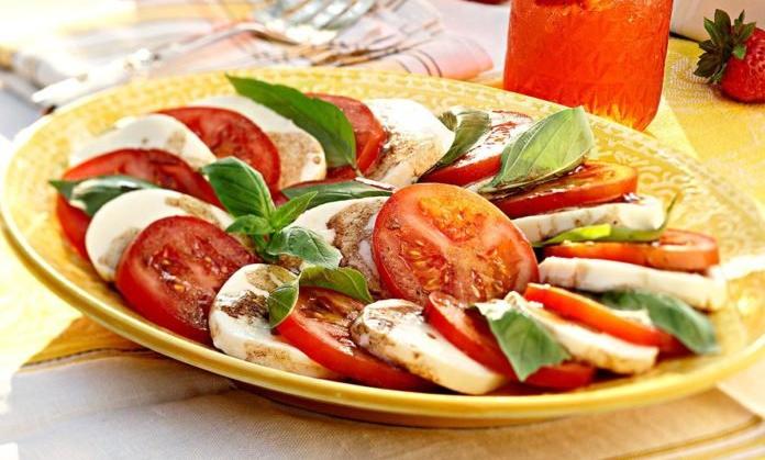 caprese-salad_exps50347_hca2081250c08_23_6b_rms-696x696.jpg