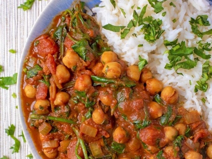 10-minute-chickpea-and-spinach-curry-3c-683x1024